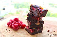 Brownie cu Zmeura si Ciocolata Alba Desserts, Cakes, Food, Tailgate Desserts, Deserts, Essen, Dessert, Cake, Pastries