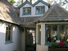 Cottage: Exterior | Hugh Comstock (Curtain Call)