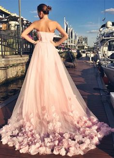 Court-Chapel Train. Lovely Sweetheart Pink Long Wedding Dress with Sequins New Flower Train Bridal Gown. www.suzhoudress.com jαɢlαdy