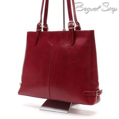 Piros női bőr táska. Szépen kidolgozott olasz bőr táska igényes hölgyeknek!  1 cipzáros rekesszel a799e78cdf