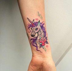 hermoso tatuaje unicornio