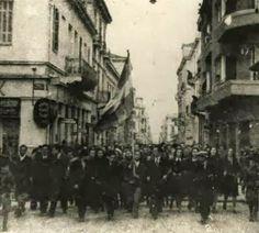 ΤΟ ΚΟΥΤΣΑΒΑΚΙ: Φοβού τους ηττημένους Η απόδειξη ότι ο πιο αποδοτικός τρόπος να εισχωρήσει ο κατακτητής χωρίς να γίνει διεθνής ντόρος είναι η ίδια η Ελλάδα. Δάκρυα πέφτουν από όλες τις γωνιές του πλανήτη για τον εμφύλιο στην Ουκρανία.