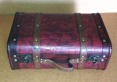 Replica Vintage-Style Wooden Suitcases (HF 017-C) >>> Be sure to check out this awesome product. (This is an affiliate link and I receive a commission for the sales)