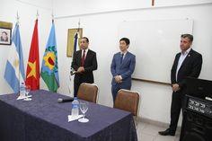Presentamos perfil cultural de Vietnam junto a la Embajada, junto al Cónsul de Vietnam en Argentina Chung Nguyen Van y el Claudio Aguilar, Vice-Presidente de FEHGRA