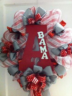 Alabama Football Wreath Sally would freak! Like the giant A then little BAMA! Alabama Football Wreath, Roll Tide Football, Alabama Wreaths, Crimson Tide Football, Alabama Crimson Tide, Alabama Decor, Alabama Crafts, Sweet Home Alabama, Football Crafts