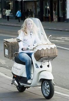 What a great way to get around - such style! Retro Scooter, Lambretta Scooter, Scooter Girl, Vespa Scooters, Rivera Maison, Moto Car, Motorcycle Bike, The Most Beautiful Girl, Fiat 500