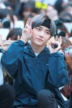 (20) hourly beomgyu (@beomgyuhourly) / Twitter Txt Magic, Green Raincoat, Kpop, Shinee, Boy Groups, Black Hair, Besties, In This Moment, Songs