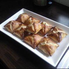 Bladerdeeg met kipfilet en boursin® @ allrecipes.nl Puff Pastry Recipes, Snacks Für Party, High Tea, Appetizer Recipes, Appetizers, Love Food, Boursin, Food Porn, Brunch