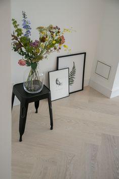 White Washed Floors, Desk In Living Room, Spa Design, Floor Colors, New Homes, Flooring, Interior Design, Home Decor, Environment