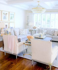 home decor tips Spring Home Tour with tips and decor styling tips - fresh and faux florals - spring decorating ideas - simple spring tips Elegant Living Room, Elegant Home Decor, Formal Living Rooms, Romantic Living Room, Design Exterior, Interior Design, Modern Interior, Living Room Interior, Living Room Decor