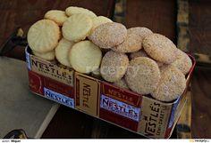 Pomocí kuchyňského robotu vypracujeme ze všech surovin těsto.Z těsta tvoříme malé kuličky, které klademe na plech vyložený pečícím papírem,... Biscuit Cookies, No Bake Cookies, Le Chef, Crinkles, Christmas Cookies, Mousse, Cereal, Muffins, Food And Drink