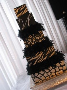 Black and gold animal print wedding cake. Unique Cakes, Elegant Cakes, Creative Cakes, Beautiful Wedding Cakes, Beautiful Cakes, Amazing Cakes, Simply Beautiful, Cupcakes, Cupcake Cookies