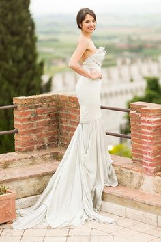 Structured Carol Hannah Bridal Wedding Dress with a Flowing Train | Mike Larson Photography | A Romantic Tuscan Bridal Shoot