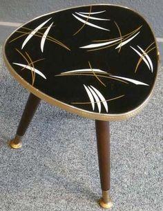petite table tripode noir motifs blanc et dor annes 50