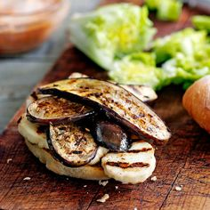 Aubergine-halloumi burger recept - Jamie magazine