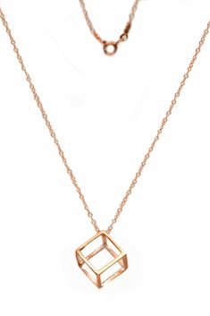 A simple geometric necklace that looks like no other! Will certainly give your look a vintage touch! Jewelry Necklaces, Gold Necklace, Geometric Necklace, Women's Accessories, Jewelry Collection, That Look, Jewelry Design, Touch, Stylish