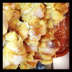 Croissants do Careca Portuguese Recipes, Portuguese Food, Croissants, Pretzel Bites, French Toast, Portugal, Bread, Breakfast, Drink