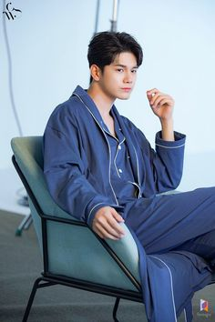 Ong Seung Woo, Easy Wear, Actors, Zip, Model, How To Wear, Jackets, Fashion, Bebe