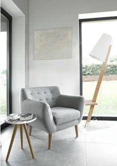 Lampa podłogowa Nowodvorski Torino, to idealna lampa hyggelig, która podnosi poczucie komfortu, a także rozprasza ciepłe, delikatne światło.