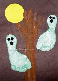 Halloween Handprint & Footprint Crafts for Kids - Halloween-Bastelei - Kids Crafts, Ghost Crafts, Daycare Crafts, Crafts To Do, Preschool Crafts, Fall Crafts, Holiday Crafts, Holiday Fun, Craft Projects