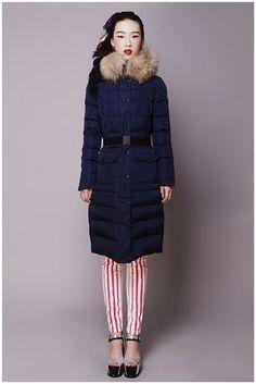 Moncler Outlet warmes Fell Kapuze lange Daunenjacken in blau Moncler sale online