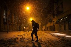 A man walks through the snow in Hoboken, New Jersey January 21, 2014. REUTERS-Eric Thayer