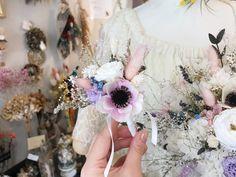 ブライダルオーダー ブーケとお揃いのブートニア3000円 新郎様のお花も大切に制作させていただきます◟̆◞̆  ブーケと一緒にオーダー承ります✧︎*。 Floral Wreath, Photo And Video, Instagram, Atelier, Flower Crowns, Garland