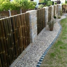 35 Admirable Bamboo Garden Fence Design Ideas - A bamboo garden fence is a fantastic addition to any garden area. It can be used in creating a boundary between your garden and the rest of your yard . Front Yard Fence, Pool Fence, Farm Fence, Horse Fence, Backyard Privacy, Backyard Fences, Fenced Yard, Bamboo Garden Fences, Bamboo Garden Ideas