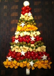How To Create a Charcuterie Cheese Board for Christmas Appetizers and Party Foods Cheese tree too cute, Christmas Cheese, Christmas Party Food, Christmas Brunch, Xmas Food, Christmas Appetizers, Christmas Cooking, Christmas Goodies, Christmas Fun, Christmas Fruit Ideas