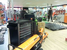 From workshop machinery and power tools to chainsaws and accessories.