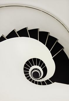 Black & white staircase ... reminds me of a vintage jewelry set my mother wore years ago ...