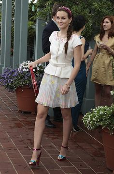 6x02 I like pleated full skirts, colorful sandals, studded Valentino and cool braids.    Alice and Olivia skirt.  Valentino bag.   Christian Louboutin shoes.