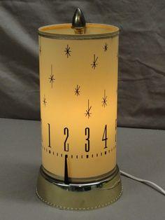 Mid Century Spartus 665 MOTION Clock Lamp, starburst motif - Revolving Light - SO cool! Mid Century House, Mid Century Style, Mid Century Design, Vintage Design, Vintage Decor, Vintage Clocks, 1950s Decor, Retro Clock, I Love Lamp