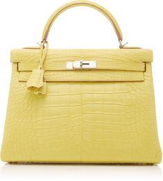 Choosing The Perfect Handbag That's Suitable For All Season - Best Fashion Tips Hermes Handbags, Fashion Handbags, Purses And Handbags, Fashion Bags, Leather Handbags, Fashion Fashion, Runway Fashion, Fashion Trends, Hermes Birkin