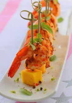 Espetinho de camarão com manga
