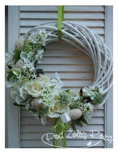 Diy Wreath, Door Wreaths, Wedding Wreaths, Easter Wreaths, Summer Wreath, How To Make Wreaths, Easter Crafts, Flower Decorations, Flower Arrangements