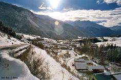 TERMIGNON  Entre forêt et Dent Parrachée,   c'est  le  rendez-vous  des   familles  et  des  amoureux  de   la montagne. Profitez d'un ski   village  et  d'une  station  côté   charme.