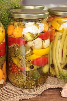 pikle warzywne | Domowy Smak Jedzenia .pl Pickles, Cucumber, Mason Jars, Food And Drink, Menu, Drinks, Cooking, Polish Recipes, Liquor