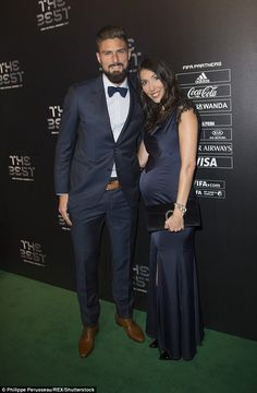 Olivier Giroud cradles wife Jennifer's stomach at Global Gift gala Football Hairstyles, Kids Motor, Chelsea Fc, Second Child, Dressing, Poses, Formal, Chic, Hair Styles