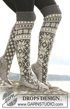 "Knitted DROPS socks with star pattern in ""Karisma"". - Free pattern by DROPS Design Crochet Socks, Knit Mittens, Knitting Socks, Knit Crochet, Knitting Patterns Free, Free Knitting, Free Pattern, Crochet Patterns, Ski Socks"