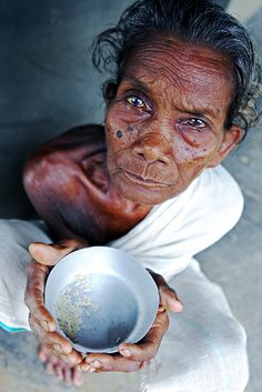 #India (West Bengal) - Old woman begging