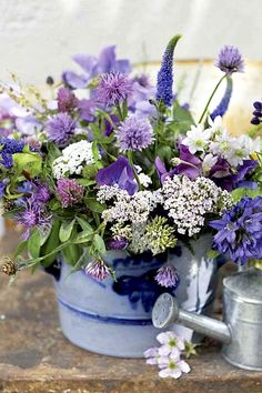 Two flower pots for ceremony. Different flowers to this to tie in with bouquet etc My Flower, Fresh Flowers, Purple Flowers, Flower Power, Beautiful Flowers, White Flowers, Beautiful Life, Simply Beautiful, Absolutely Gorgeous