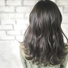 赤みをとことんなくした #コバルトアッシュ がっつり濃いめの染料で染めてるので室内ではほぼ黒髪に見えます^_^ 光にあたると透明感のあるアッシュになるのであまり明るくできない人や、すぐ色落ちする人にオススメです☆ #hair ...