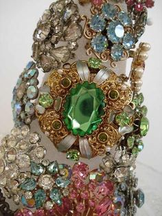 There's something about old vintage jewelry that I love. I don't care if the stones are real- in fact I prefer them not to be.
