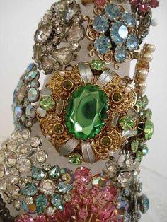 Wow....vintage jewelry #vintage #green #beautiful #jewelry