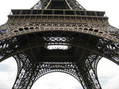 Eiffeltoren het onderwerpvorm is ijzer kruise