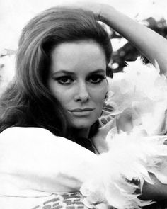 the beautiful Luciana Paluzzi Luciana Paluzzi, James Bond Women, Italian People, James Bond Movies, Bond Girls, Italian Actress, Celebrity Portraits, Celebs, Celebrities