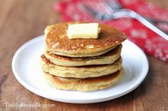 Wonderfully fluffy almond flour pancakes are low carb, keto and gluten free. It's an easy recipe - quickly mix the ingredients by hand, then scoop into the griddle and fry. The batter is nice and thick and very easy to work with. Paleo, Healthy Gluten Free Recipes, Low Carb Recipes, Flour Recipes, Keto Breakfast Muffins, Keto Breakfast Smoothie, Breakfast Recipes, Almond Flour Pancakes, Keto Pancakes
