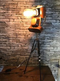 Lampe orignale deco ancienne appareil photo vintage sur petit Lampe Photo, Junk Art, Pergola Patio, Photo Studio, Decoration, Cameras, Steampunk, Diy, Bulb
