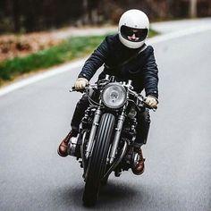 Cafe Cruising an '83 Honda CB750 #hookieco #motostyle #ridersline